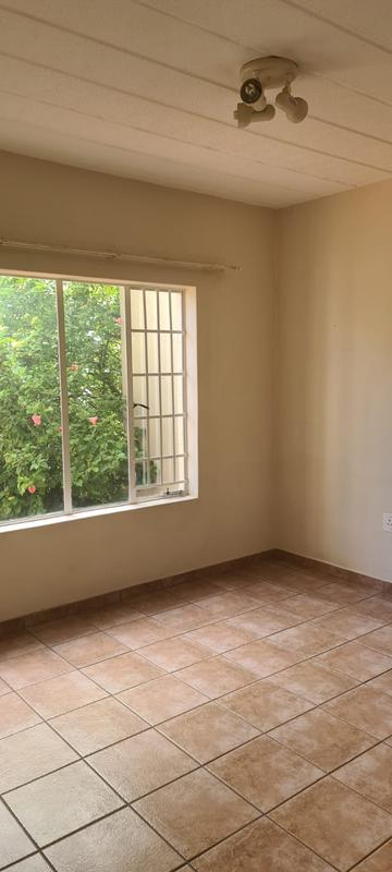 Property For Rent in Paulshof, Sandton 12